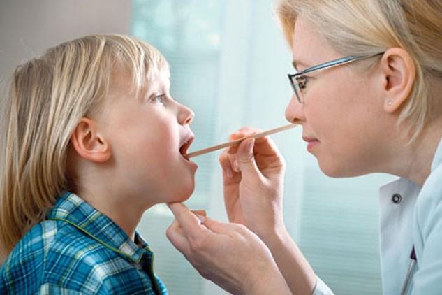 Cách trị viêm họng từ tỏi và mật ong dành cho trẻ nhỏ