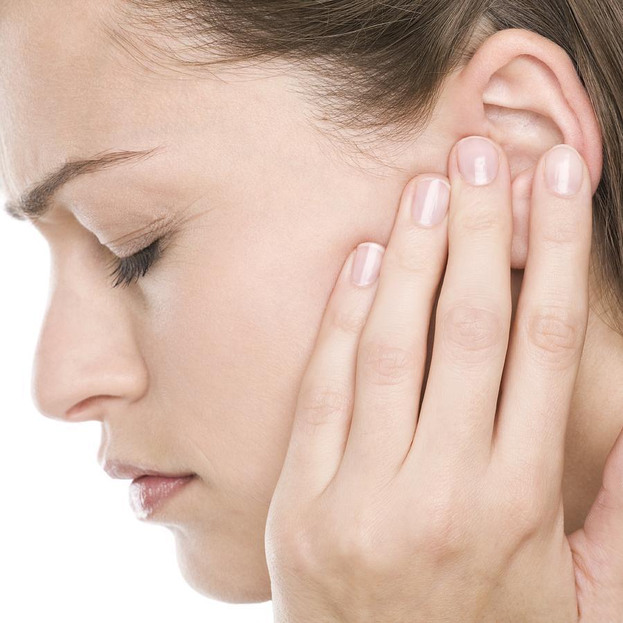 Bị ù tai trái thường xuyên: Nguyên nhân tại sao?