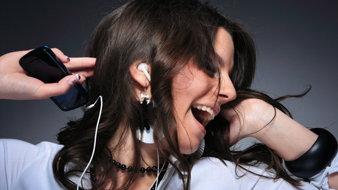 Giảm thính lực do thói quen lạm dụng thiết bị âm thanh