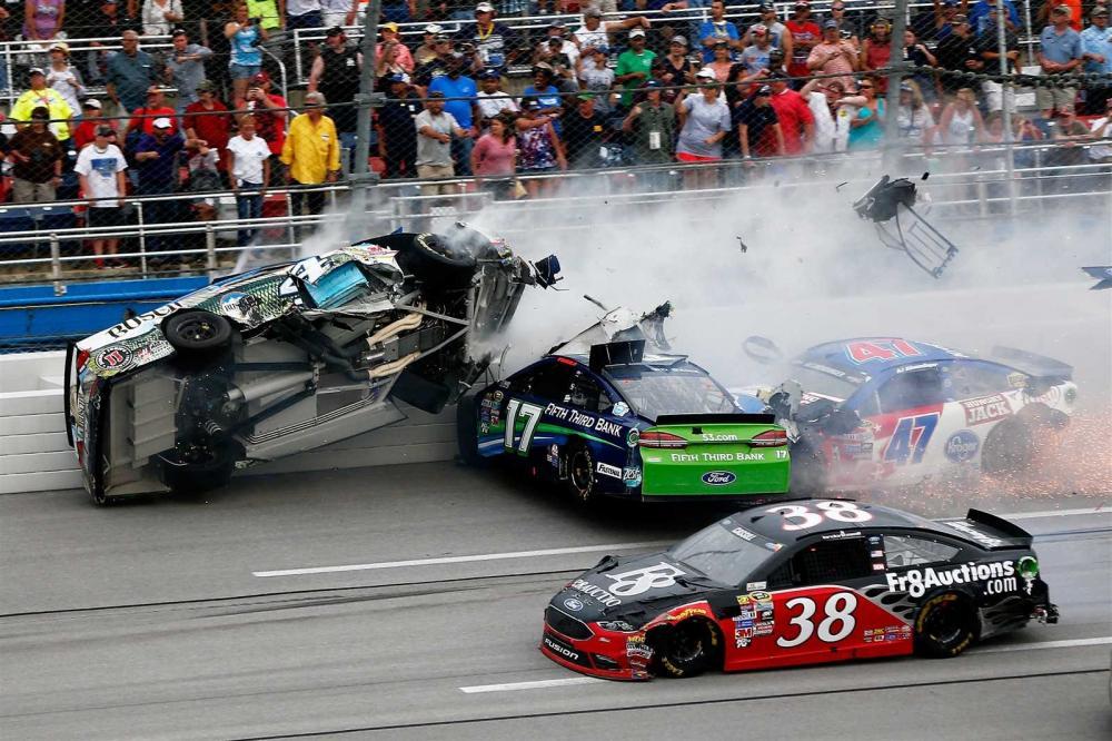Cảnh báo: Thính lực bị đe dọa tại giải đua xe NASCAR